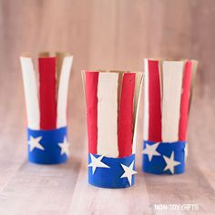 An easy paper roll American flag craft for kids to make for of July or Memorial Day. Easy craft to use as decoration. Red Crafts, July Crafts, Diy Arts And Crafts, Diy Craft Projects, Paper Crafts, Craft Ideas, Crafts For Kids To Make, Craft Activities For Kids, Preschool Crafts