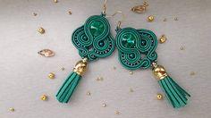 stebotavo / Smaragdová kráľovná - šité šujtášové štebotavé náušnice