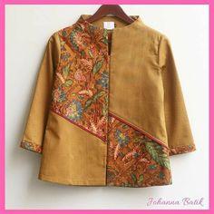 Chemise Batik Tiga Negeri Taille S Batik Kebaya, Batik Dress, Batik Fashion, Abaya Fashion, Designer Kurtis, Abaya Style, Blouse Batik Modern, Outer Batik, Batik Blazer