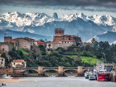 The fishing village of San Vicente de la Barquera, Cantabria with te Picos de Europa in the background. Beautiful Places In Spain, Travel Around The World, Around The Worlds, Small Group Tours, Spain And Portugal, Spain Travel, Places To See, Travel Inspiration, Travel Photography
