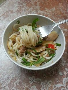 Sweet and Spicy Vermicelli with pork Asian Recipes, Asian Foods, Ethnic Recipes, Vietnamese Recipes, Cambodian Food, Laos Food, Pasta, Asian Cooking, Sweet And Spicy