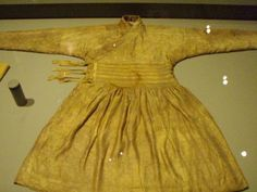 Robe from Central Asia  13th century  Silk and gold thread