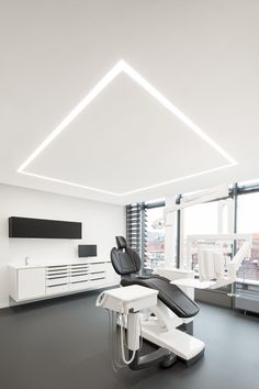 MEDD will inspire you with unique medical design ideas. We will share trends interior design lifestyle contract and all about medical architecture. Dental Office Decor, Medical Office Design, Healthcare Design, Dental Cabinet, Cabinet Medical, Clinic Interior Design, Clinic Design, Design Offices, Modern Offices