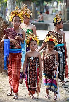 Going to the temple ✯ Bali Floating Leaf Eco-Retreat ✯ http://balifloatingleaf.com/  ✯