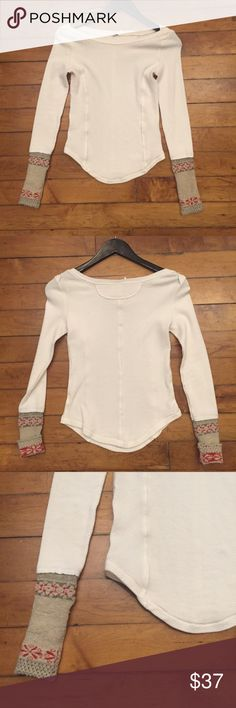 Free People White Stretch Knit Top Size XS ⚜️I love receiving offers through the offer button!⚜️ Good condition, as seen in pictures! Fast same or next day shipping! Open to offers but I don't negotiate in the comments so please use the offer button Free People Tops