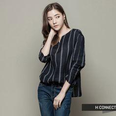 H:CONNECT韓國品牌女裝-小V領條紋長袖上衣-藍