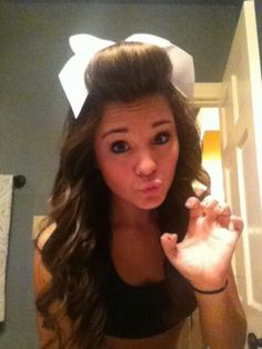I want to do this with my hair for Cheer! I want to do this with my hair for Cheer! Cute Cheer Hairstyles, Pretty Hairstyles, Sport Hairstyles, Cheerleader Hairstyles, Cheer Makeup, Cheer Captain, Competition Hair, Brown Curly Hair, Cheer Bows