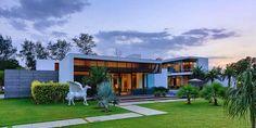 Moderna Villa Center Court / DADA Partners, Nueva Delhi, India   ArQuitexs