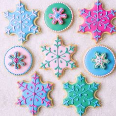 "3,842 Likes, 36 Comments - SweetAmbs - Amber Spiegel (@sweetambs) on Instagram: ""Let it snow...cookies! ❄️ To make these winter designs, I used real butter which always makes for a…"""