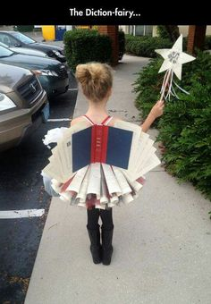 Has your daughter told you what she wants to be for Halloween yet? If not, you need to check out this list of the 15 Coolest DIY Halloween Girls Costumes — Part Darn, wish I had a GIRL! Costume Halloween, Diy Halloween Costumes For Girls, Diy Costumes, Halloween Party, Costume Ideas, Halloween Ideas, Recycled Costumes, Halloween Bedroom, Scary Halloween