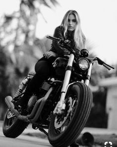 (notitle) - Girls and bikes - Motos Biker Baby, Lady Biker, Biker Girl, Biker Photoshoot, Motos Triumph, Motard Sexy, Motorbike Girl, Motorcycle Helmets, Motorcycle Tips