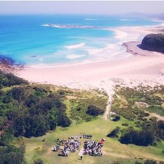 AMAZING!!  Em & Andy tie the knot at Pretty Beach on Friday afternoon #bawleypoint #weddingceremony #drone #ceremony #marriageceremony #celebrant #sydneycelebrant #sydneymarriagecelebrant #mrandmrsdax by marriage_celebrant_claire