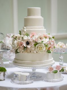 To see more gorgeous wedding cakes: http://www.modwedding.com/2014/05/20/stunning-wedding-cakes-from-cake-by-krishanthi/ #wedding #weddings #wedding_cake
