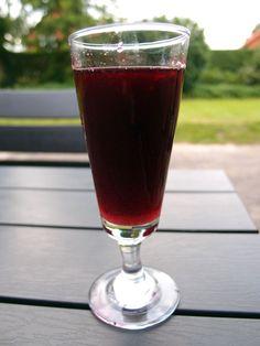 brombærlikør Alcoholic Drinks, Cocktails, Baileys Irish Cream, Pint Glass, Red Wine, Homemade, Tableware, Bitter, Smoothie