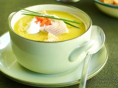 Knolselder-wortelsoep met gerookte forel.  Heerlijk winters soepje voor tijdens de feestdagen - Libelle Lekker!