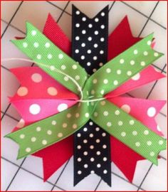 how to make stacked bows. This blog as a bunch of great tutorials for hair bows.