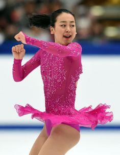 女子SPの演技をする浅田 (800×1027) http://www.nikkansports.com/sports/figure/asada-mao/photo/article/1572181.html