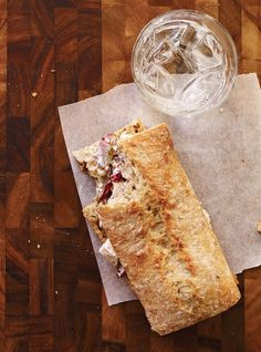 Ricardo& recipes : Chicken, Grape and Nut Sandwiches Sandwiches For Lunch, Wrap Sandwiches, Lunch Box Recipes, Sandwich Recipes, Ricardo Recipe, Balanced Meals, Slice Of Bread, Cold Meals, Food Dishes