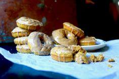 Pumpkin Donuts with Maple Icing Pumpkin Spice Syrup, Pumpkin Puree, Sugar Pumpkin, Cinnamon Glaze Recipe, Maple Donuts, Donut Filling, Pumpkin Recipes, Coffee Cake, Dessert Recipes