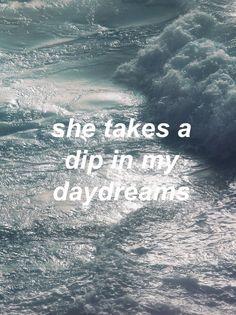 Ela toma um mergulho em meus devaneios.