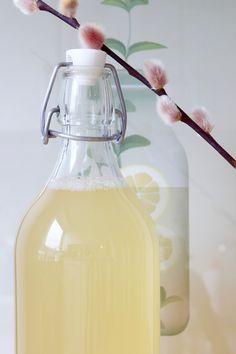 Ingefærshot Hot Sauce Bottles, Mad, Drinks, Recipes, Lemon, Drinking, Beverages, Drink
