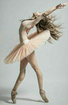 orgeous dancer Lorena Garcia with Compañía Nacional de Danza México Photo © Carlos Quezada Photographer ⚜️⚜️⚜️⚜️⚜️⚜️ Ballet Images, Ballet Pictures, Dance Pictures, Dance Photography Poses, Dance Poses, Photography Kids, Ballerina Dancing, Ballet Dancers, Ballerinas
