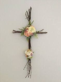 Most people don't really look at Easter as a holiday to go all out decorating for, and I'm sure many … Diy Osterschmuck, Easy Diy, Twig Christmas Tree, Twig Crafts, Nature Crafts, Twig Art, Cross Wreath, Rustic Cross, Flower Mobile