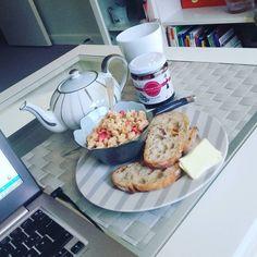 """34 mentions J'aime, 3 commentaires - AnSo (@annesophiegx) sur Instagram: """"Mon petit lundi de travail à la maison 😍 #instafood #instamoment #plaisirdujour #hello #monday…"""""""