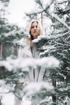 Fashion fotography photography pictures ideas for 2019 Snow Photography, Creative Photography, Photography Poses, Levitation Photography, Exposure Photography, Abstract Photography, Winter Senior Pictures, Winter Pictures, Holiday Pictures