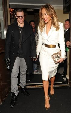 "Jennifer Lopez carrying the Valentino ""Rockstud"" flap bag FALL-WINTER 2013/2014 COLLECTIONS"