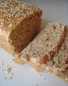 Esta receita de pão não leva leite nem ovos e tem entre seus ingredientes aveia e linhaça, uma opção mais saudável e saborosa para o seu café da manhã ou lanche! Ingredientes: 3 colheres de sopa de…