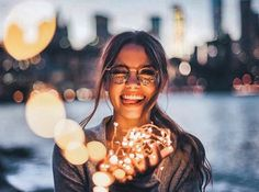 Capturing stunning portrait images is not all that difficult. If you know the right poses to use, you can capture some terrific portrait shots. Picture Poses, Photo Poses, Photo Shoot, Picture Ideas, Photo Ideas, Shotting Photo, Brandon Woelfel, Photo Portrait, Bokeh Portrait