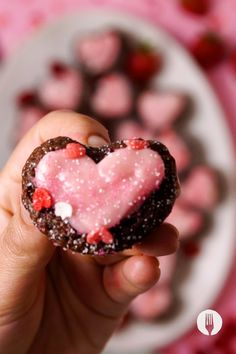 #TopTip: This makes a great Valentine's (or Galentine's) Day dessert idea to enjoy as it comes out of the oven or to wrap up for an edible gift 🎁 Muffin Tin Recipes, Easy Baking Recipes, Easy Healthy Recipes, Cooking Recipes, South African Recipes, Indian Food Recipes, Edible Gifts, Food Videos, Muffins