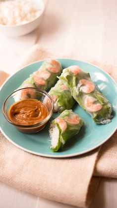 A light and refreshing snack or meal, these spring rolls with a spicy peanut sauce are super delicious and easy to make! A light and refreshing snack or meal, these spring rolls with a spicy peanut sauce are super delicious and easy to make! Healthy Dinner Recipes, Appetizer Recipes, Healthy Snacks, Vegetarian Recipes, Healthy Eating, Cooking Recipes, Seafood Appetizers, Thai Appetizer, Healthy Rice