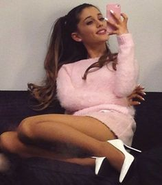 Just like us Ariana needs to play her phone #arianagrande