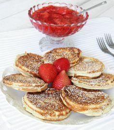 Krabbelurer är som en blandning mellan plättar och muffins. Servera dem gärna med bär och vispgrädde.