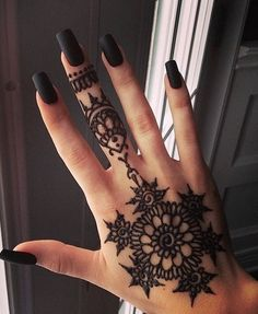 Black henna looks very pretty and bold at the same time, I LOVE it!