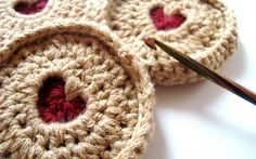 Free crochet Jammy Dodger Pattern with step by step picture tutorial