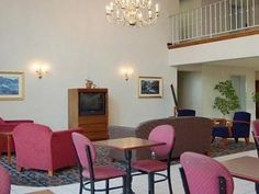 Martinsburg (WV) Comfort Inn Aikens Center Martinsburg United States, North America Stop at Comfort Inn Aikens Center Martinsburg to discover the wonders of Martinsburg (WV). Featuring a complete list of amenities, guests will find their stay at the property a comfortable one. Wi-Fi in public areas, car park are just some of the facilities on offer. Air conditioning, wake-up service, telephone, television, satellite/cable TV can be found in selected guestrooms. The hotel offer...