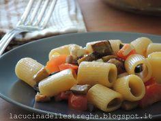 La cucina delle streghe: Pasta melanzane, feta, pachino e olive nere