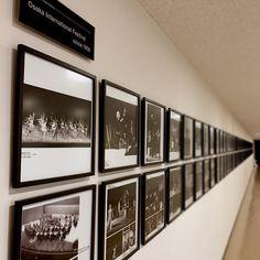 《THIS! オルタナティブ 2017 レポート #2》 会場となるフェスティバルホールは、旧ホールから数えると60年近い歴史のある日本有数の芸術ホール。クラシックや歌劇、バレエ、ジャズ、能・狂言、そしてロックやポップ音楽などの名演がここで産み出されている。THIS! 2017の開催地にここを選んだ元春曰く「まさに日本のカーネギーホールとも言えるベニューだ」。