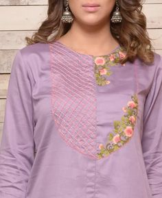 Beautiful embroidery with stitch lines and floral arts. Embroidery On Kurtis, Hand Embroidery Dress, Kurti Embroidery Design, Stylish Dresses For Girls, Dresses Kids Girl, Kurti Neck Designs, Blouse Designs, Clothing Studio, Kurti Styles