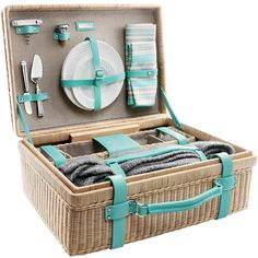 From al fresco dining to barbeque to everything in between, the English-style wicker basket from Tiffany & Co. is everything we need for an idyllic picnic. Tiffany is also… Sectional Furniture, Wicker Furniture, Garden Furniture, Outdoor Furniture, Wicker Picnic Basket, Wicker Baskets, Gift Baskets, Central Park Picnic, Casas Country