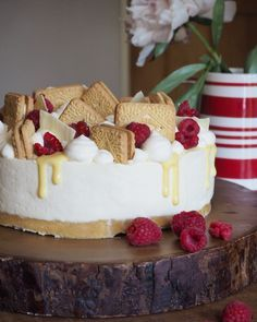 A silky No-Bake Custard Cheesecake, with a buttery Custard Cream base that's topped with raspberries, custard and more of Britain's (arguably) favourite biscuit! This Custard Cream Chee…