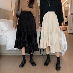 Long Black Skirt Outfit, White Skirt Outfits, Long Skirt Fashion, Modest Outfits, Modest Fashion, Pretty Outfits, Fashion Outfits, Long Black Skirts, Korean Skirt Outfits
