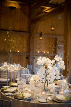 20 Beispiele für Blumen auf runden Tischen für die Hochzeit Bild 5
