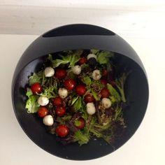 Pallosalaatti mozzarellasta ja kirsikkatomaateista - Salaatti nro 14