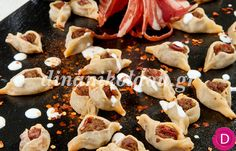 Μαντί με πρόβειο παστουρμά και σάλτσα γιαουρτιού με σκόρδο (Καισάρεια)   Dina Nikolaou Ethnic Recipes, Food, Essen, Meals, Yemek, Eten