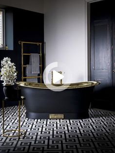 Nous voulons tous une salle de bain luxueuse, non? eh bien, vous ne serez pas déçu par ces beautés de Catchpole and Rye. Les trucs dont les rêves sont faits! Eh Bien, Storage, I Want You, Stuff Stuff, Luxurious Bathrooms, Daughters, Bath, Purse Storage, Larger