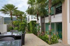 Аренда вилл и апартаментов от Палладиум: Уединенные уютные апартаменты в современном стиле, в кондо-отеле на Пхукете, с просторной террасой выходящей в сад, компактной гостиной, полноценной кухней, общим бассейном, в 1,5 км. от пляжа Камала, для спокойного отдыха 1-2 человек.  1 спальня, 1 ванная комната, бассейн, WiFi, интернет, магазины - 0,5 км. Стоимость в это время сезона - 110 USD в сутки. Другие варианты аренды вилл и апартаментов: http://www.palladium.travel/estate